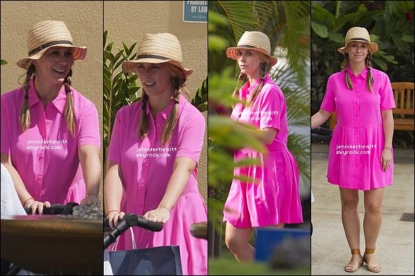 03/05/2014 - Première vacances en tant qu'épouse et jeune maman pour Jennifer L, leur destination : Hawaii !