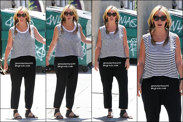15/05/2014 - Dés le lendemain, nous retrouvons Jennifer Love Hewitt Hallisay de sortie en promenade dans LA.