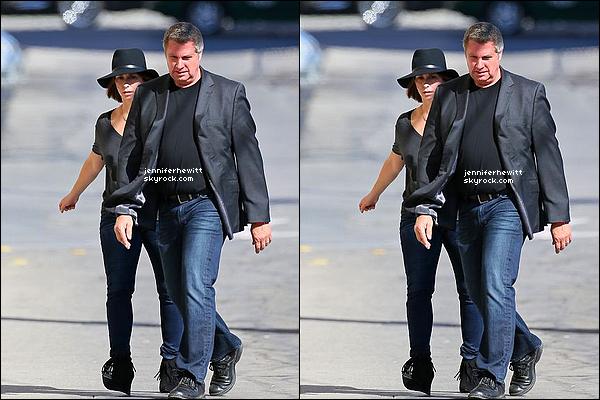 29/09/2014 - Notre superbe actrice JLove a été aperçue en compagnie d'un ami dans Los Angeles.