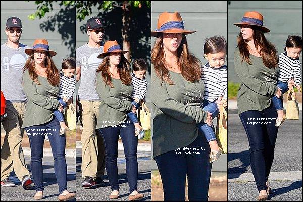 30/08/2015 - Brian, Jennifer L, Autumn J et Atticus J Hallisay étaient de sortie en famille dans Los Angeles.