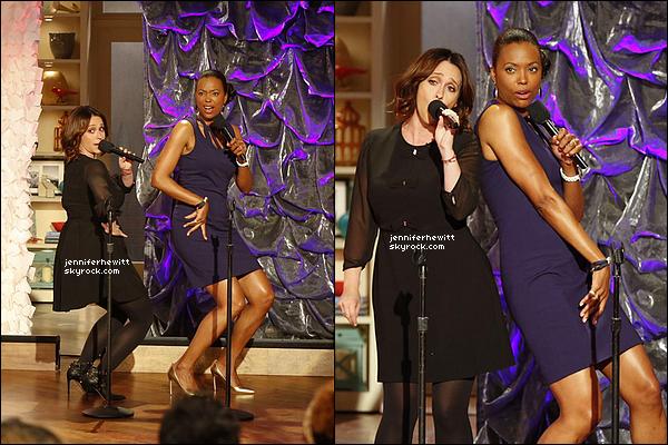 """01/10/2014 - Dans l'optique de la promo pour """"EC"""", notre JLove s'est rendue à """"The Talk"""" avec Aïsha Tyler."""