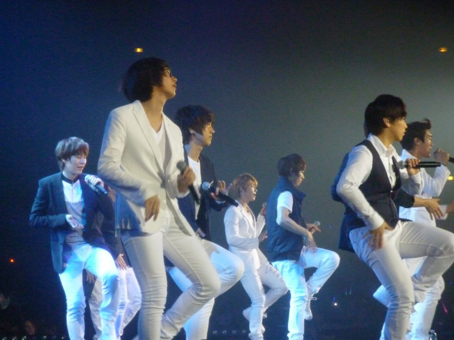 SMTOWN WORLD LIVE IN PARIS Avril 2011 SHINee SNSD Super Junior f(x) TVXQ! Zénith Set list Play list