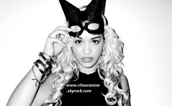 Rita Ora: Découvrez ses accessoires fétiches et ses inspirations modes