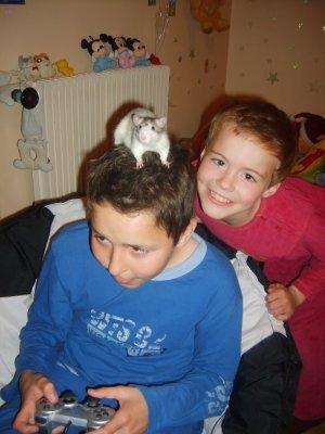mes 2 fils fabian et enzo et le rat