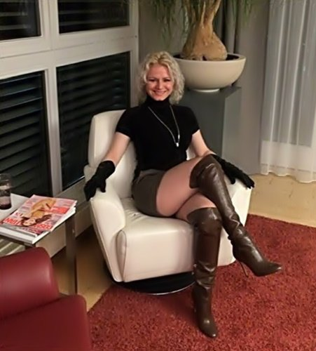 Isa   ( sexy lady )