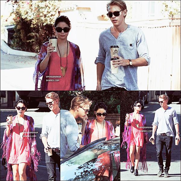 24.02.2012 - Vanessa et Austin revenant d'un café de Los Angeles, Californie.