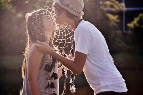 Si je t'envois un message, c'est que tu me manques. Si je t'en envois pas, c'est que j'attend de te manquer...