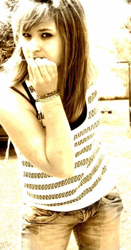 » J'ai gaspillée de la salive pour des gens , jai donner de l'amour qui n'en a jamais eu la peine , jai crevé par le manque de plusieur être , jai vécu sous le mal être , et jai grandis sous ces ailes ... ♥ «