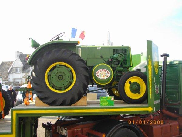"""Le premier anniversaire du magazine """" L'essentiel du tracteur"""" à Lanmeur"""