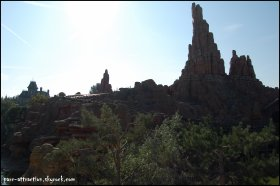Frontierland et Big Thunder Mountain
