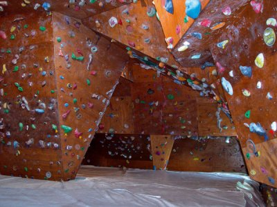 un lieu très spécialle ou j'ai bien aimé grimper.(salle des angles dans le 84)