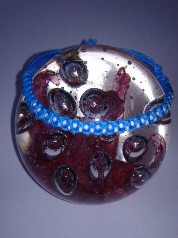 Le bracelet en macramé perlé