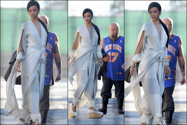 . 24 Mars 2012 : Des nouvelles photos du clip de « Princess of China » viennent d'être disponibles. Katy Perry s'est prêtée au jeu de « La Boîte à Questions » où elle a repris quelques notes de la chanson, « We Found Love ».  .