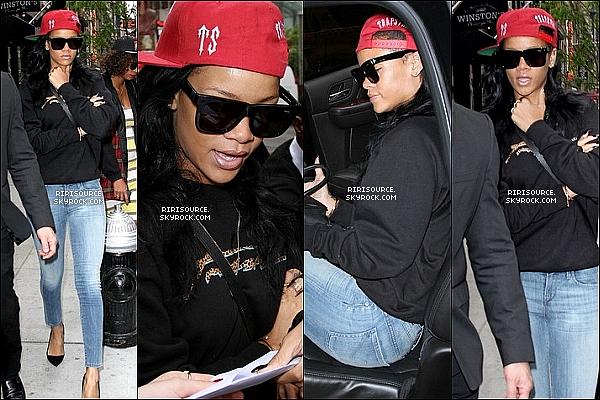 . Rihanna Fenty vue une fois de plus dans les rues de New-York le 3 et 4 mai , comment tu le trouve ?   Rihanna vient d'être élue 3 eme femme la plus sexy du monde , alors mérite d'elle se titre pour vous ?  .
