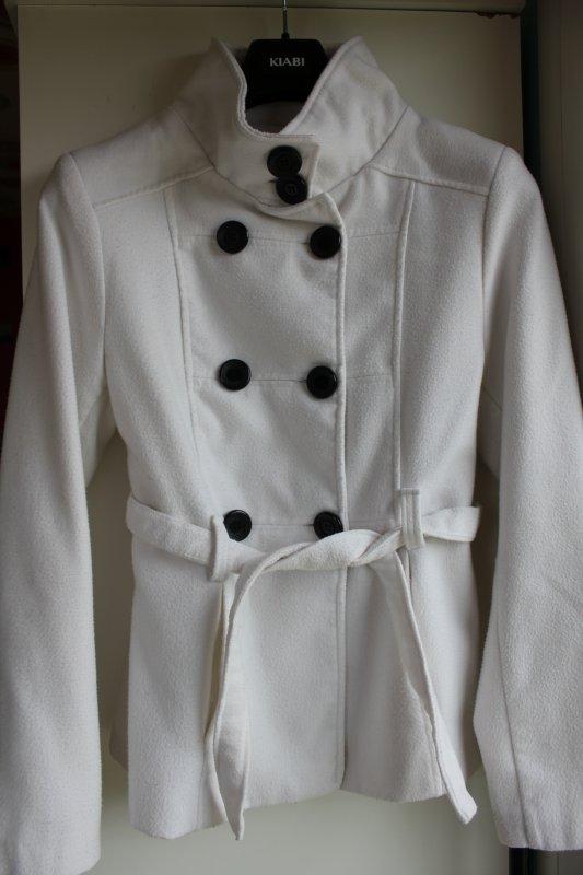 Manteau beige/blanc. Aucune tâches. Taille : M Prix: 12 ¤
