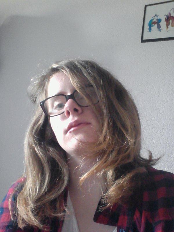 Moi avec ma couleur de cheveux naturels ( très vielle photos  juger pas lol)
