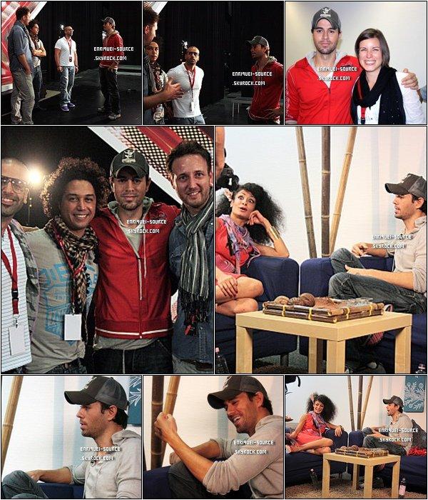 .  21/09/10 : Enrique a été photographié avec les membres de X Factor en Allemagne, puis il a été interviewé.  .
