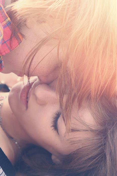 un truc  nous manque quelque chose, qu'il ya toujours une excuse, la joie qu'elle a été blessée, qu'il n'y a pas d'étincelle, qui est hors de l'étoile, mais il ya une faute. La nuit était trop calme, l'amour est autre chose.  Arisa - L'amour est quelque chose d'autre.