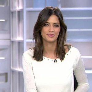 Sara présentant son joural quotifient sur Telecinco