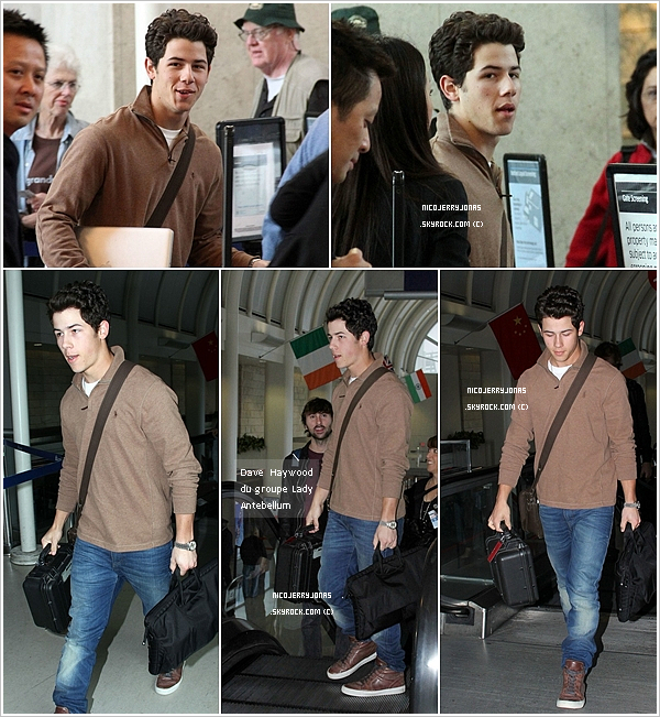 . 6 Mars 2011 : Nick à l'aéroport LAX de Los Angeles en dirrection de Nashville au Tennesse..