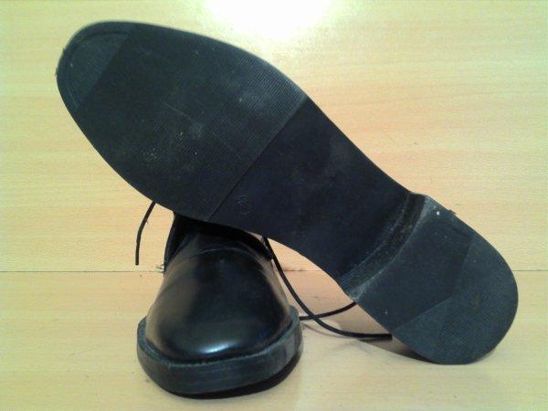 Chaussures de sortie pour personnel feminin en pantalon.