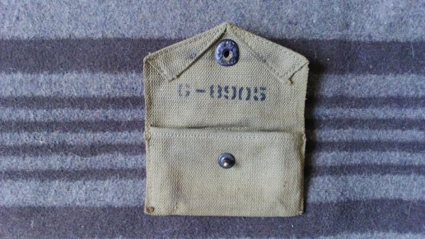 Pouch, first-aid packet, M 1942.