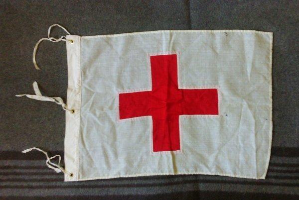 Fanion croix rouge.