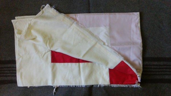 Drapeau croix rouge.