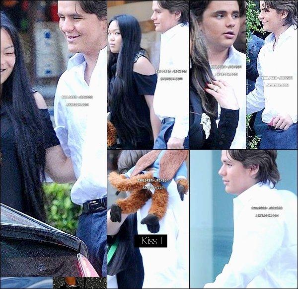 """. Prince en compagnie de sa petite amie, Nikki & de sa tante LaToya quittant le """"Mr.Chow Restaurant"""" à Beverly Hills. ."""