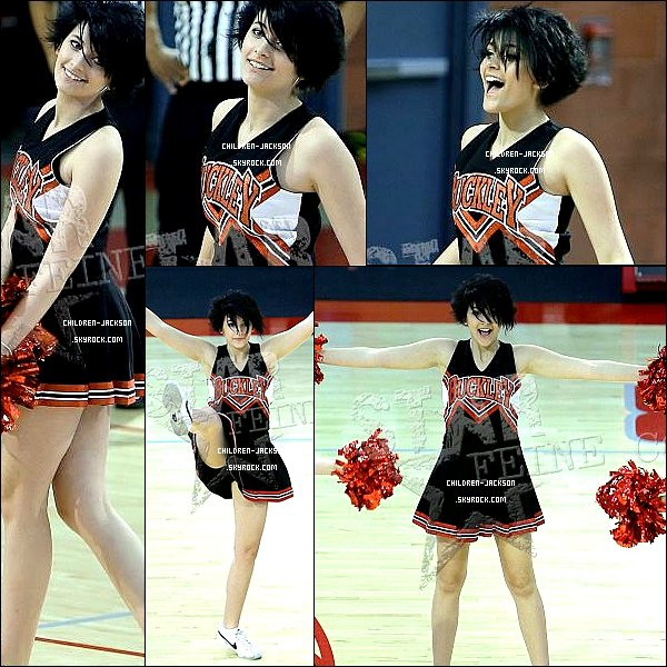 . Paris lors des pompom girls à la Buckley School. .