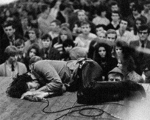 """""""Le musicien peut enflammer les foules."""" Comme quoi les profs de philo disent des choses sensées quelque fois :)"""
