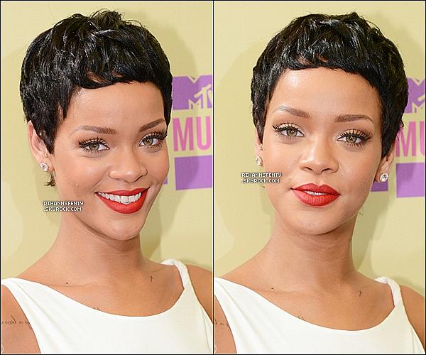 .07.09.2012 : Notre belle Riri étais présente aux  « MTV Vidéo Music Awards » à Los Angeles.     .