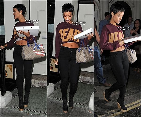 .09.09.2012 : Riri à étais vue sortant de sont hôtel, se rendant dans une galerie d'art à Londres.    .