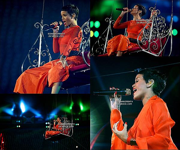 .09.09.2012 : Rihanna étais présente à la cérémonie de clôture des Jeux Paralimpiques.    .
