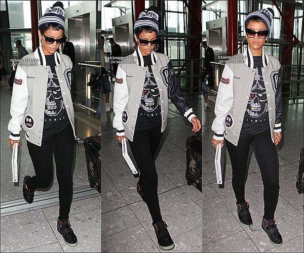 .10.09.2012 : Rihanna quittant sont hôtel pour se rendre à l'aéroport de Heathrow.    .
