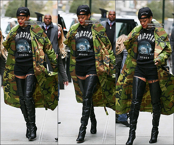 .07.11.2012 : Notre belle chanteuse Rihanna a été aperçue quittant son hôtel à New York.   .