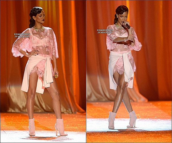 .07.11.2012 : La sublime Rihanna était au Victoria's Secret Fashion Show à New York.   .