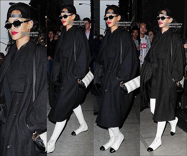 """.10.11.2012 : Rihanna s'est rendue au studio de la """"NBC"""" pour se rendre à l'émission """"SNL"""".   ."""