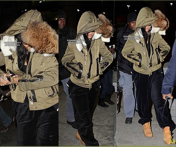.15.11.2012 : Rihanna à l'aéroport de Toronto, pour  prendre un vol en direction de la Suède.   .