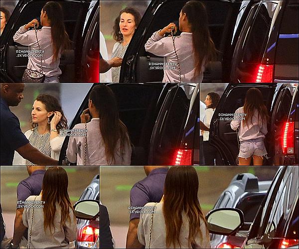 .19.01.2013 : Notre sublime Rihanna a été aperçue se rendant diner au Soho Club à Los Angeles.   .
