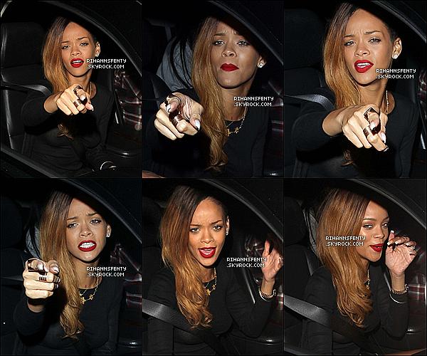 .24.01.2013 :  Riri a été aperçue avec sa meilleure amie quittant le nightclub Roxbury  à L.A.   .