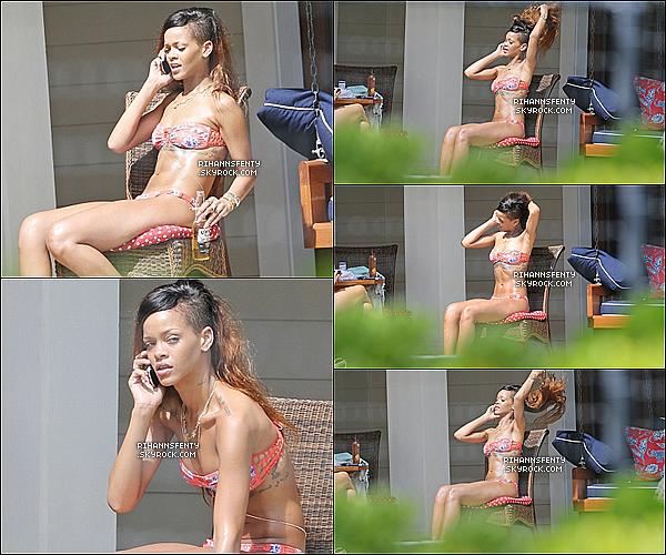 .22.02.2013 : Rihanna a été photographiée au bord de sa piscine sous un beau soleil à Hawai.   .