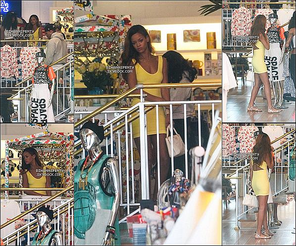 .10.04.2013 : Rihanna a été vue dans un magasin et dans un studio d'enregistrement à L.A.   .