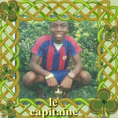 josco la joie capitaine de jeunesse FC remportant la coupe