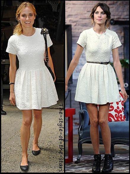 Qui la porte le mieux ? Robe blanche cintrée.