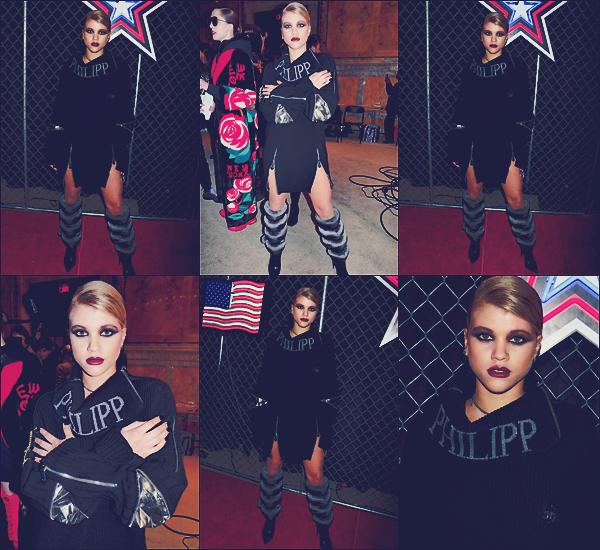 - 16/02/17 - Sofia était présente et à défilé pour la collection de Phillip Plein à la Fashion Week de New-York. Le 17 février c'est de retour à Los Angeles que So' à était vu sortant d'un salon de coiffure dans Beverly Hills. Un nouveau flop. -