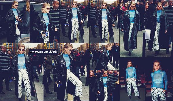 - 19/02/17 - Sofia Richie était présente au défilé de TopShop Unique à la Fashion Week de Londres en UK.  Sofia était à Londres pour la fashion week habillé de plusieurs couleur. J'aime sa tenue original mais sa reste un petit flop. -