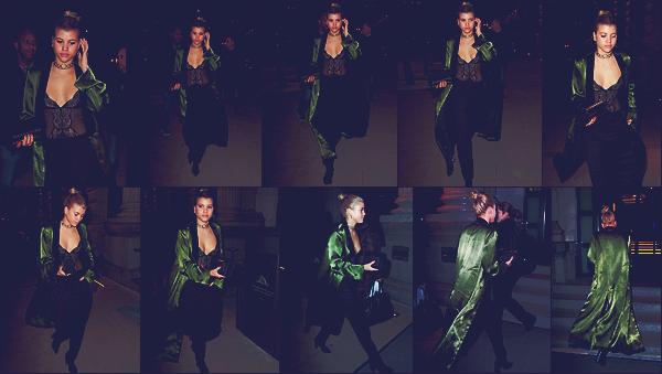 - 24/02/17 - C'est regagnant son hôtel que notre mannequin Sofia Richie à était apperçue à Milan en IT.  Le soir même accompagnée par ses amies que Sofia était à la Vogue Italy & Place Vendome Pary. Je lui accorde un Top !  -