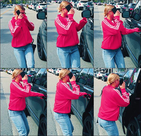 - 22,23 & 24/03/17 -C'est ce promenant et sortant de café que notre blonde à était vu dans les rues deLA. Seule ou toujours accompagnée par son meilleur ami que notre Sofia à était aperçue. J'accordeun mini top à ses tenues! -
