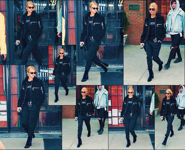 - 26&27 /03/17 -Notre jeune mannequin à était vu accompagnée par un amie dans les rues deNY. Le lendemain c'est toujours en noir que Sofia à était aperçue dans NY. J'accordetoujours un mini top à ses tenues! -